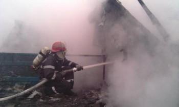 pompierii au intervenit prompt dar n-au putut salva barbatul din casa in flacari