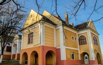 Conacul din Tasnad care gazduieste Muzeul Orasenesc