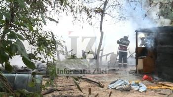Baraca improvizata de pe malul Somesului a ars in totalitate