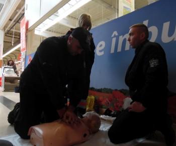 Sătmărenii au învăţat tehnica resuscitării de la profesioniştii Ambulanţei Satu Mare