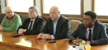Azi, liderii sindicali romani si italieni s-au intalnit la Palatul Prefecturii