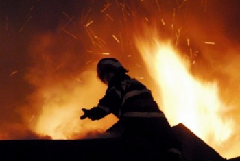 Incendiu la acoperisul unei case