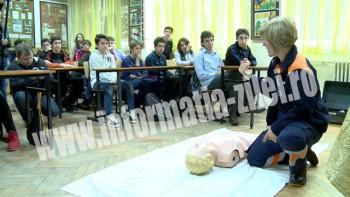 """Activitatea face parte din proiectul lansat de Ambulanţa Satu Mare - """"Şi copiii pot salva o viaţă"""""""