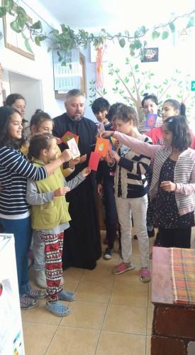 Tinerii Prohiei ortodoxe Tur au donat bunuri unor copii asistati social
