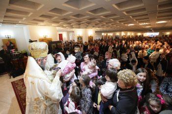 Sute de sătmăreni au participat la hramul Bisericii Sfinţii Împăraţi Constantin şi Elena de la Cap Pod Golescu