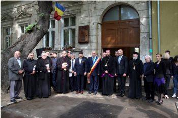 Oficialitati prezente la dezvelirea placii comemorative