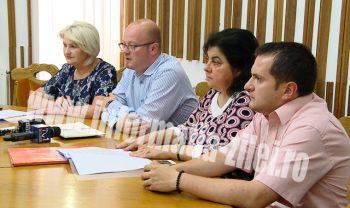 Primarul municipiului Satu Mare, Gabor Kereskenyi, alaturi de viceprimarul Doina Feher si reprezentantii SPAS