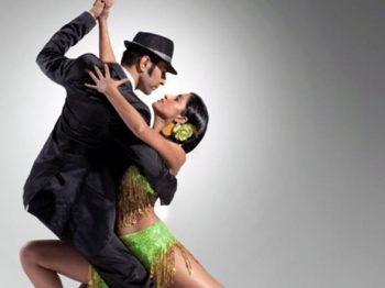 Instructorii de la şcoala de dans Loga Dance School spun că tractiunile şi presiunile musculare din timpul dansului nu ajută doar la obţinerea unui tonus bun al grupelor de muşchi, ci şi la întărirea oaselor şi chiar prevenţia osteoporozei.