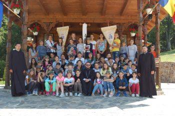 """56 de copii au participat la tabăra """"Hristos în mijlocul nostru"""" de la Schitul Luna Şes"""