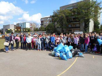 Ziua Mondială a Curăţeniei a fost marcată de elevii Şcolii Gimnaziale Tăşnad