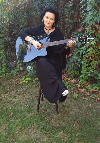 Cântăreaţa de folk Georgeta Govor îşi serbează azi ziua de naştere