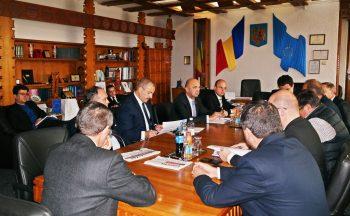 Vicepremierul a avut o întâlnire cu primarii de municipii şi oraşe care s-a ţinut cu uşile închise