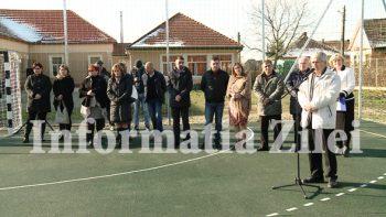 Terenul de sport a fost realizat din fondurile proprii ale primariei comunei Vetis
