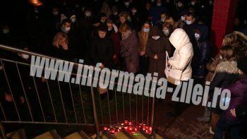 Peste 300 de sătmăreni au protestat în faţa Spitalului Judeţean şi cer tragerea la raspunde a celor vinovaţi de moartea tânărului