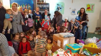 Tolba lui Moş Crăciun e plină de daruri pentru copii