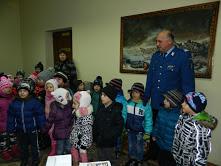 Copiii au fost primiti cu caldura de jandarmi