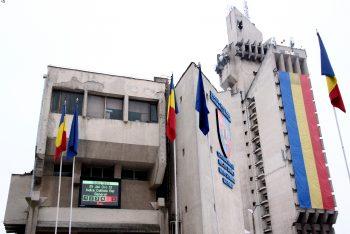 Ecranul amplasat pe Palatul Administrativ arata calitatea aerului din municipiu