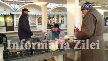 Micii comercianti infrunta frigul pentru a-si vinde produsele