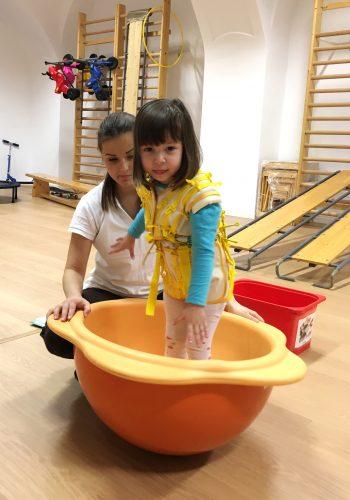 DRÄXLMAIER Satu Mare se implica activ in crearea unor conditii mai bune de tratament pentru copiii cu nevoi speciale