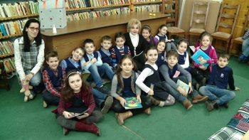 """Noul proiect pentru copii, iniţiat de Biblioteca Judeţeană Satu Mare şi intitulat """"O oră de poveste..."""", a continuat şi marţi, 14 februarie 2017, în intervalul orar 13.00 - 14.00."""