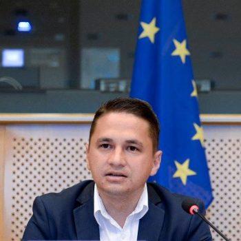 Europarlamentarul român Emilian Pavel participă la Mobile World Congress în Barcelona