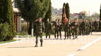 Efectivele Batalionului au defilat in curtea unitatii la finalul festivitatilor