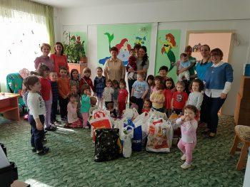 """""""Iepuraşul"""" a poposit la Centrul social Prichindel din Satu Mare încărcat cu bunătăţi pentru copii"""