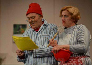 Camil şi Aurica (jucată de Carmen Frăţilă)