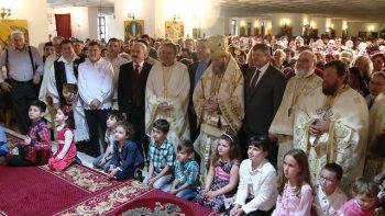 Mii de sătmăreni s-au închinat la moaştele sfinţilor Nicolae şi Constantin Brâncoveanu