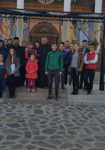 """Mănăstirea Izvorul Tămâduirii Măriuş a găzduit tabăra """"Micii Apărători ai Bisericii"""