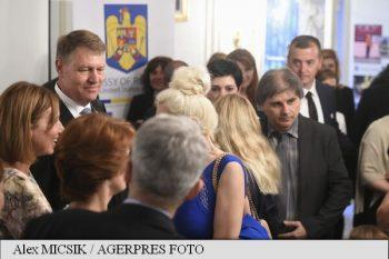 Klaus Iohannis a discutat cu români din SUA