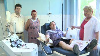 Clubul Lions a oferit pachete cu alimente donatorilor de sânge fideli