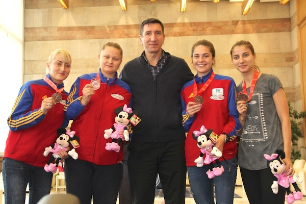 Echipa României la Tbilisi cu Amalia Tătăran și Greta Vereș în partea dreaptă