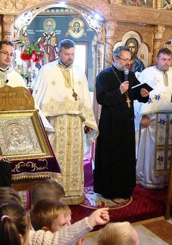 Sfanta Liturghie a fost oficiata de un sobor de preoti