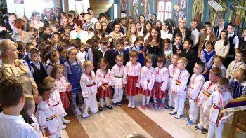 """Elevii de la Liceul Teologic Ortodox """"Nicolae Steinhardt"""" au întâmpinat noul an şcolar cu rugăciuni"""
