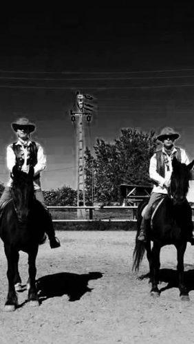 Radu şi Vasile, pe cai