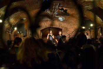 Clubul Poesis în timpul concertului