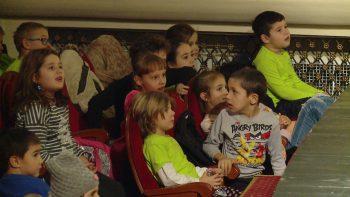 Copii la teatru