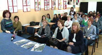 Directoarea adjuncta Delia Buzila prezinta cateva dintre materialele aparute in revista