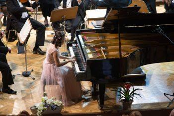 Izabela Voropciuc la pian