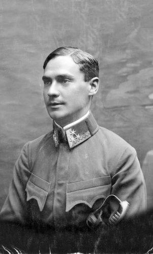 În 1914, înainte de a fi luat prizonier