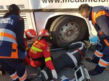 12 pasageri au fost răniți grav si transportati la spital