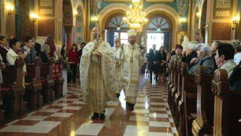 Episcopul Vasile Bizau a slujit la Biserica Sfintii Arhangheli Mihail si Gavril