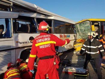 Unul dintre pasageri a fost prins sub rotile autobusului