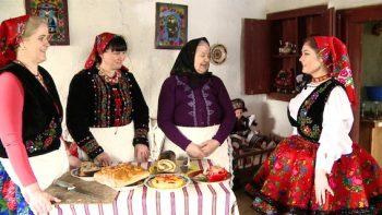 Maria Filimon, Mărioara Puşcaş şi Anuţa lu' Ion pă Grigor sunt cele trei bucătărese iscusite din Turţ care ne-au arătat cum se pregătesc diferite bucate tradiţionale de Paşti