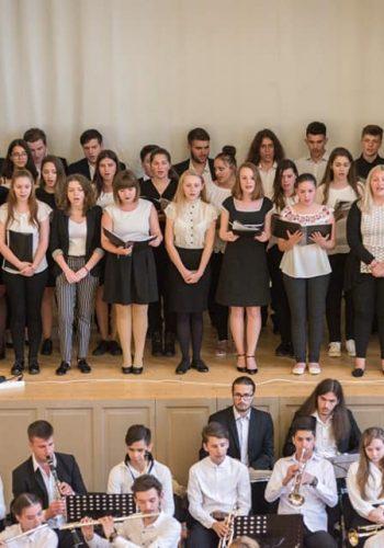 """Corul și orchestra Liceului """"Aurel Popp"""""""