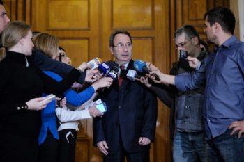 Presedintele CCR, Valer Dorneanu, raspunde intrebarilor jurnalistilor