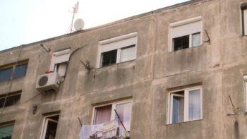Un barbat a fost gasit mort in apartamentul sau de la etajul 4