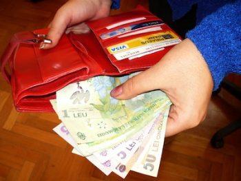 Un bărbat i-a sustras prin violență o sumă de bani unei femei, în timp ce se afla pe strada Vasile Lucaciu din municipiul Satu Mare