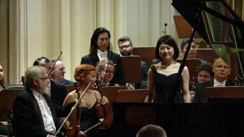 Intrarea pianistei înaintea Concertului de Mozart